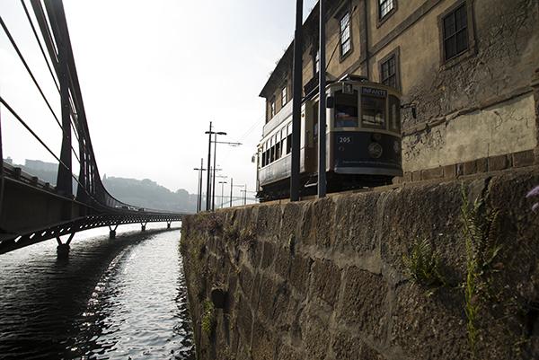 Elétrico na marginal do Porto Autor: António Fernando Pereira Silva