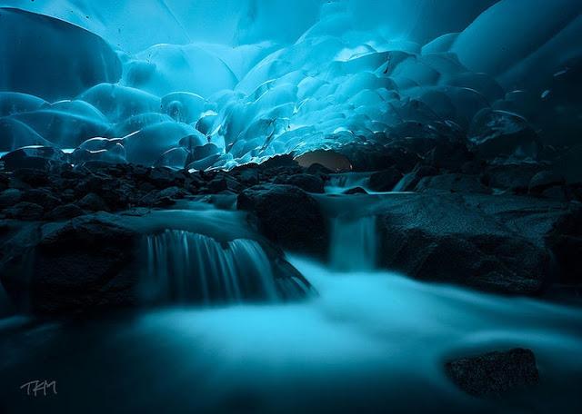 Cavernas de gelo na geleira de Mendenhall