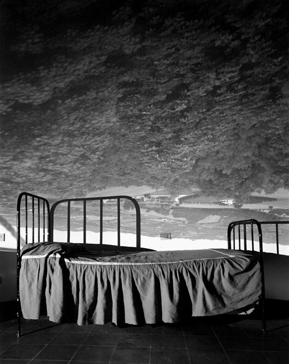 CO-Umbrian-Landscape-Over-Bed_00_slide