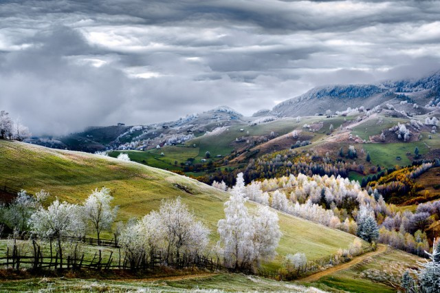 Pestera village in Romania, photo by Eduard Gutescu.