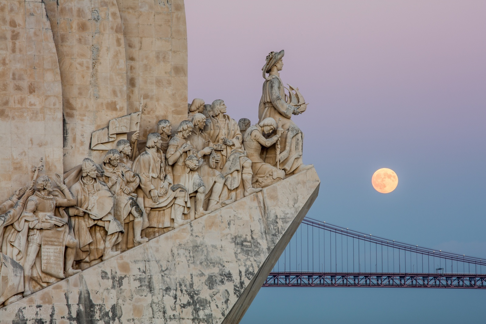© Adriano Neves - Super Lua sobre Lisboa