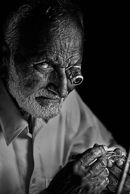 """""""Xyclops"""", o retrato de um relojoeiro em Doha, no Qatar, ganhou o primeiro prémio da competição"""