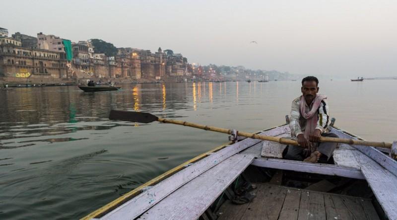 """""""À espera de turistas"""". Tirada na Índia, a fotografia ganhou a categoria das """"03h00"""""""