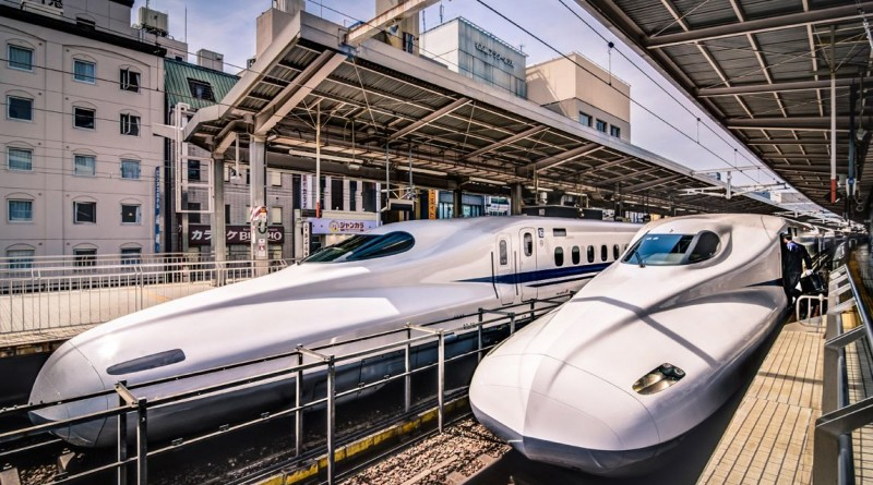 """""""Comboios-bala Japoneses"""". A fotografia, tirada no Japão, ganhou a categoria das """"09h00"""""""
