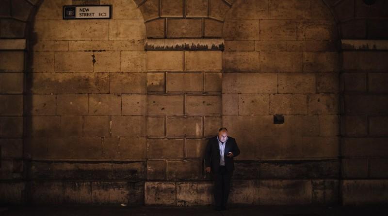"""""""Era digital, Vol 2"""". A foto de um homem numa rua de Londres venceu a categoria das """"22h00"""""""