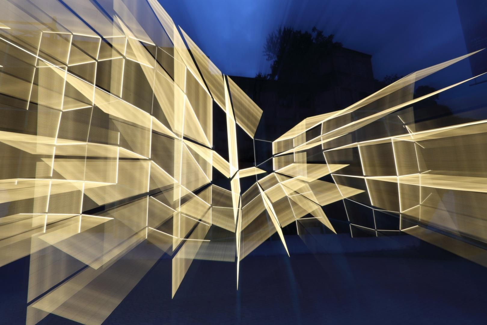 © Carlos Costa - Metamorfose é o nome da instalação que a dupla de arquitectos Fahr 021.3 projectou para a ruína da Oliva, <a href=