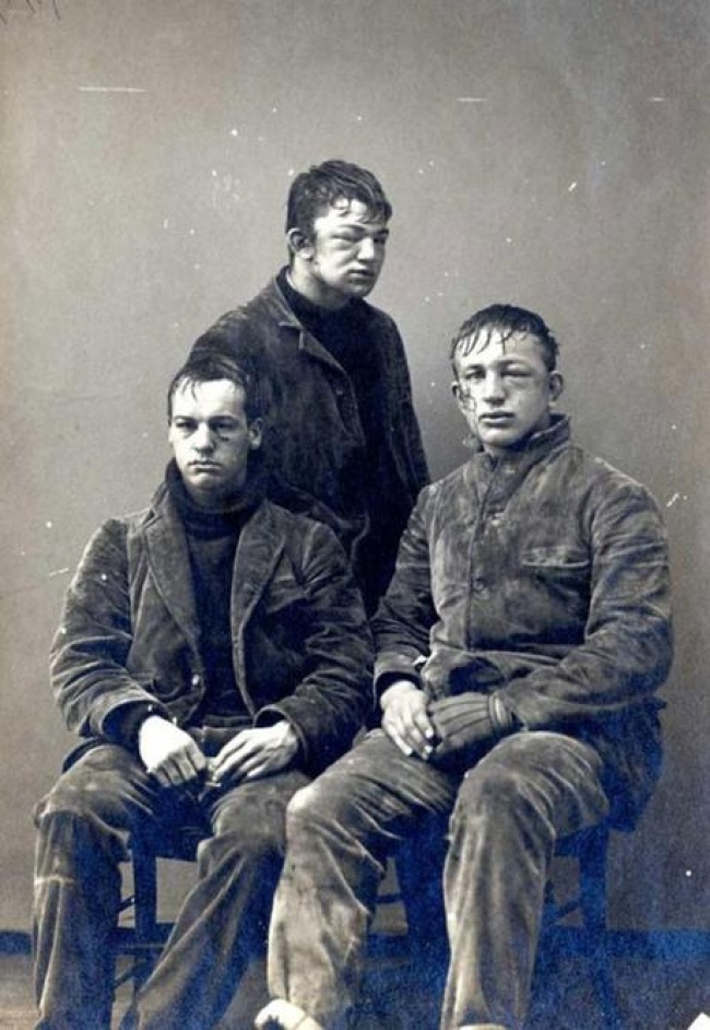 Estudantes da Universidade de Princeton após uma batalha de bolas de neve, 1893.
