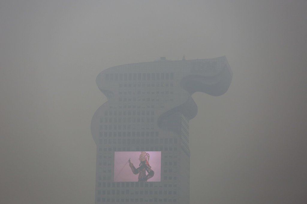 "BEIJING 12/8/2015 Schools were closed, driving restricted and factories shut down after China's capital issued its first ever ""red alert"" for air pollution. Damir Sagolj/Reuters"