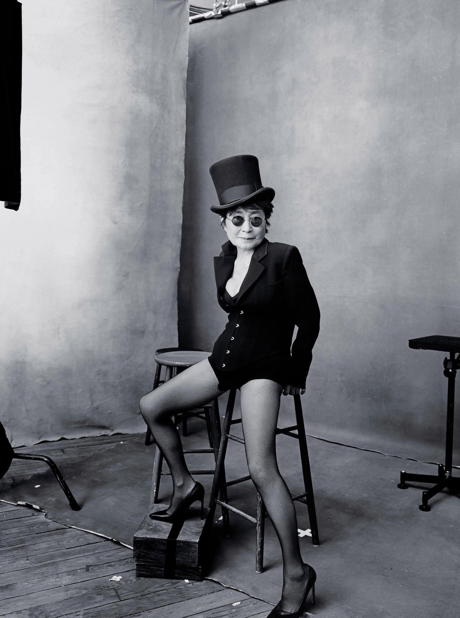Outubro, Yoko Ono.