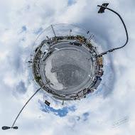 """Fotógrafo comemora os 462 anos de São Paulo passeando de bicicleta e transformando pontos da cidade em """"mini planetas"""""""