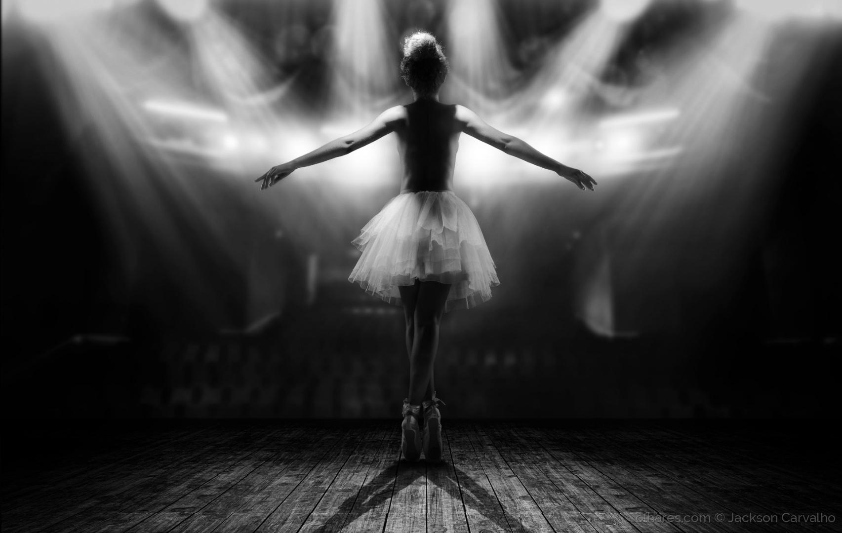 © Jackson Carvalho - Le Ballerine - les lumières de la rampe