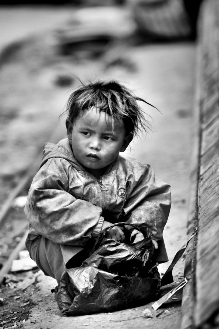 © Jose Antoine Costa - A criança ao saco plástico