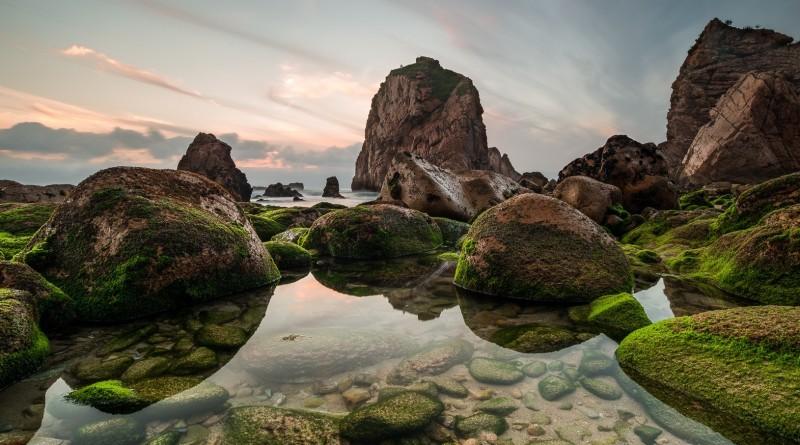 © Rodrigo Alagôa - Green stones