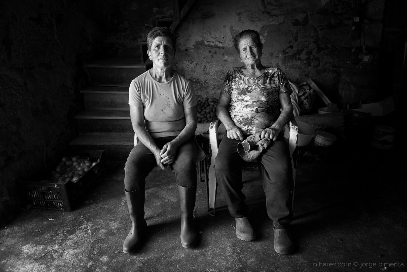 © jorge pimenta - Rostos com estórias I - D.ª Ana e a filha, Guida
