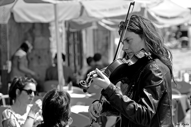 ©  José Rocha - A violinista dos olhos tristes...