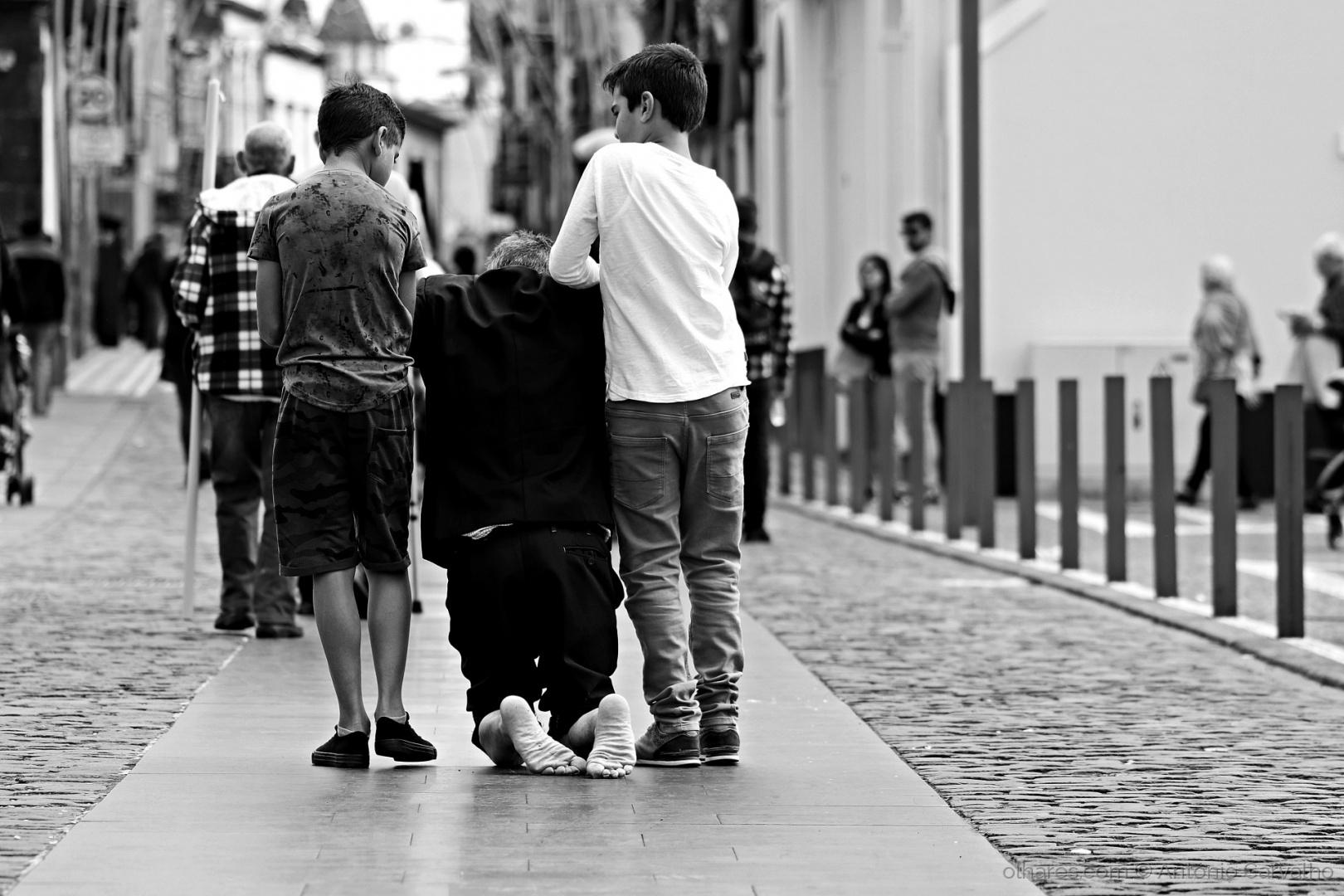 © António Carvalho - A cada gesto... (ler)