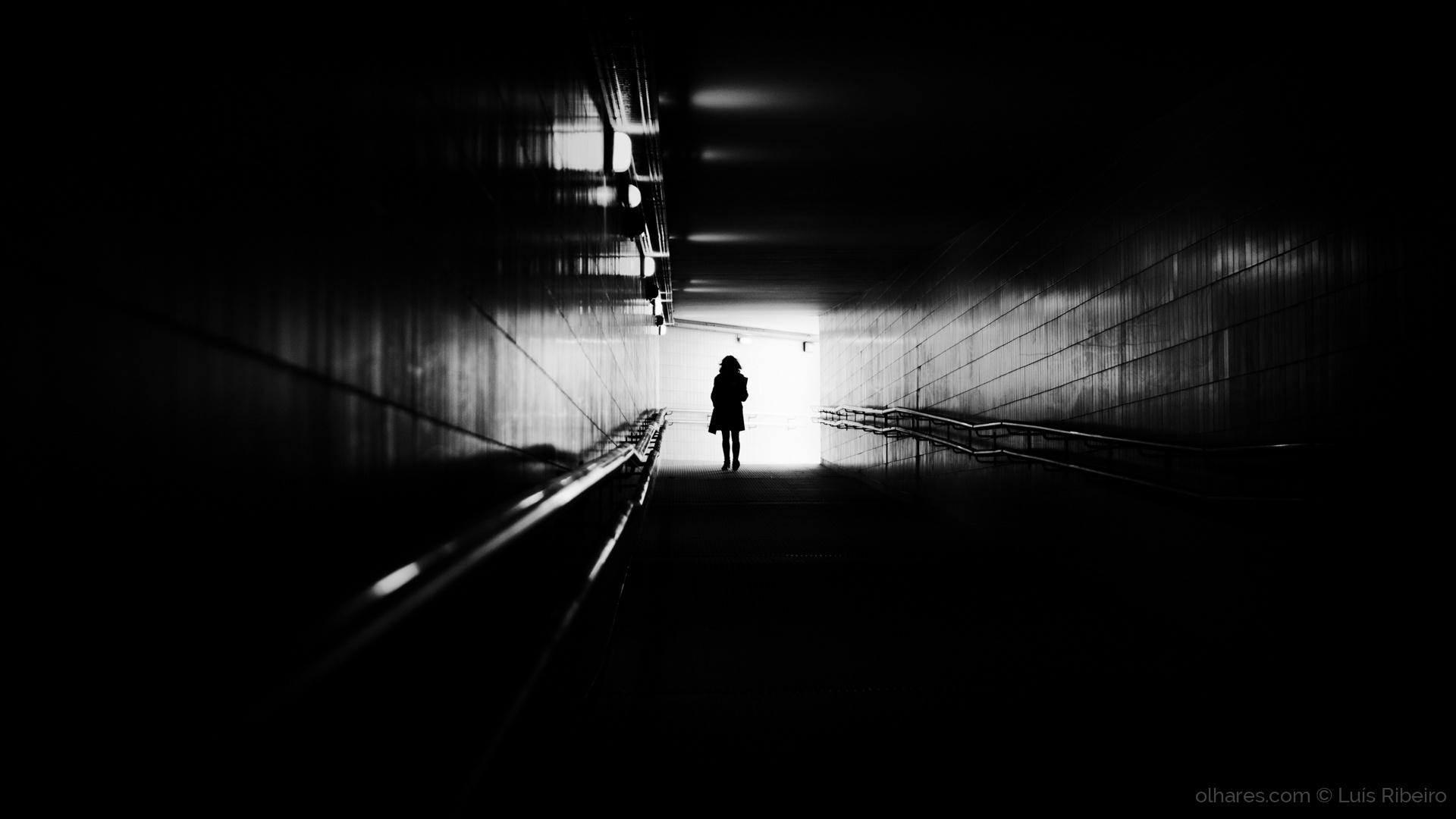 © Luís Ribeiro - Walking into darkness