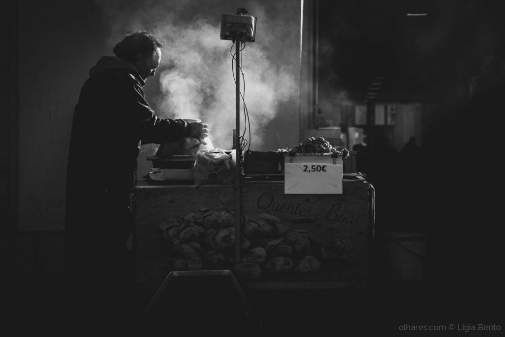 © Ligia Bento Cenas do quotidiano - o vendedor de castanhas