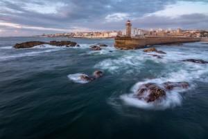 © David Gonçalves - Overturning rocks