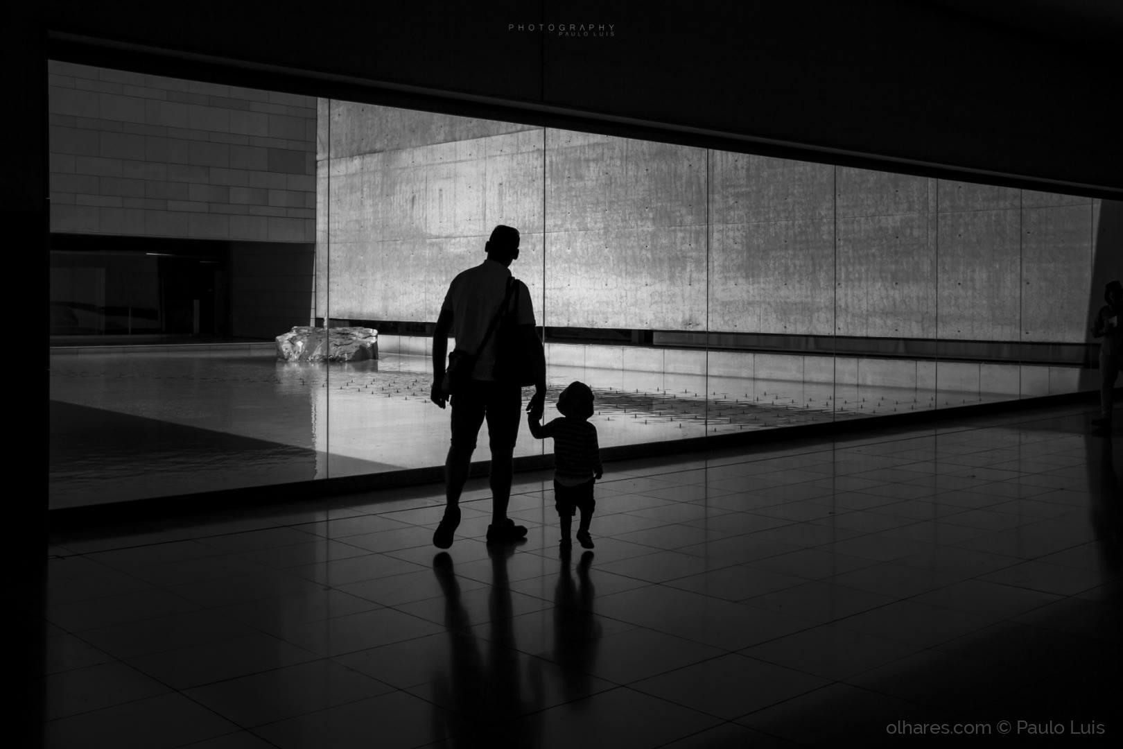 © Paulo Luis - Filho, lá fora o mundo é diferente...!