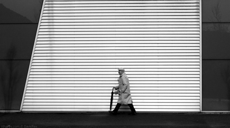 © Davidtex - AGE LINES ON STREET HAVEM